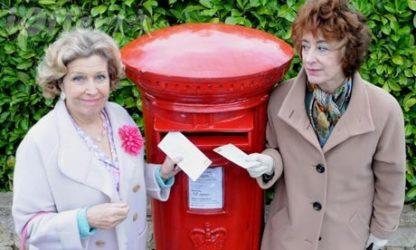 Ladies of Letters starring Anne Reid and Maureen Lipma 2